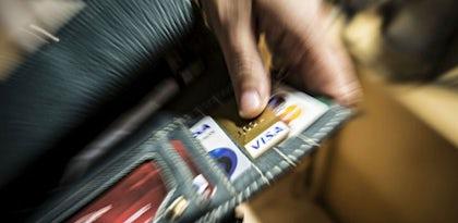 Maioria revoga artigo que dava maior protecção nos pagamentos pela Internet